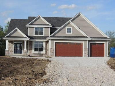 Sussex Single Family Home For Sale: N55w23787 Fieldstone Pass Cir