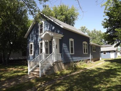 Menominee MI Single Family Home For Sale: $57,900