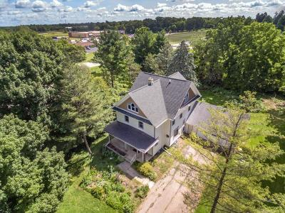 Lake Mills Single Family Home Active Contingent With Offer: N6774 Maple Ct