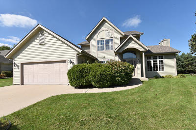 New Berlin Single Family Home For Sale: 13520 W Foxwood Dr