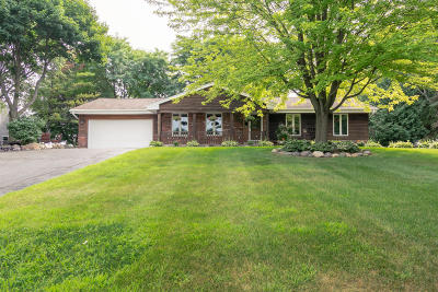 Jackson WI Single Family Home Active Contingent With Offer: $289,900