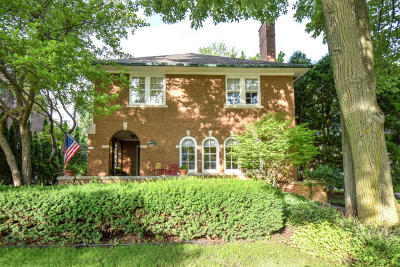 Single Family Home Active Contingent With Offer: 5017 N Lake Dr