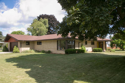 Racine Single Family Home Active Contingent With Offer: 3900 Lighthouse Dr