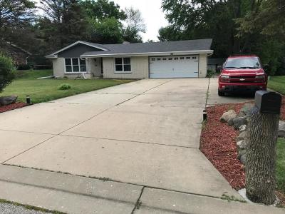 Hales Corners Single Family Home Active Contingent With Offer: 5210 S Donna Ct