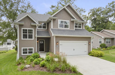 Lake Geneva Single Family Home Active Contingent With Offer: N3163 Jute Rd