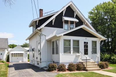 Oconomowoc Single Family Home Active Contingent With Offer: 809 S Silver Lake St