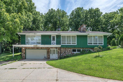 Delafield Single Family Home Active Contingent With Offer: 2412 Hillside Dr