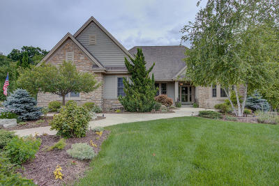 Pewaukee Single Family Home Active Contingent With Offer: N23w27271 Arlington Ct