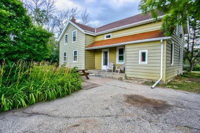 Germantown Single Family Home For Sale: W156n10984 Pilgrim Rd