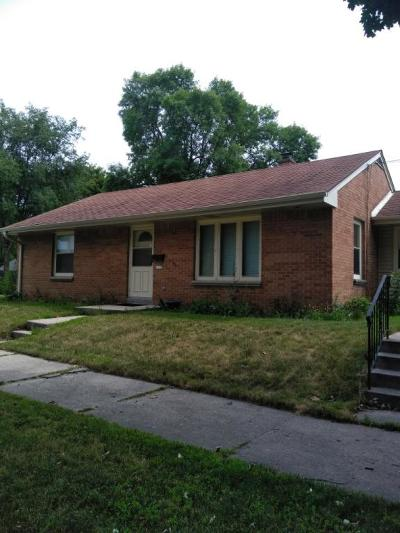 Milwaukee Single Family Home Active Contingent With Offer: 1133 E Tripoli Ave
