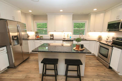 Brookfield Single Family Home Active Contingent With Offer: 18520 Crest Ct