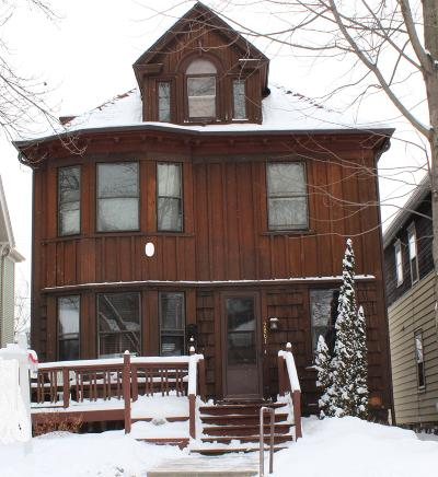 Milwaukee Single Family Home For Sale: 2861 N Farwell Ave