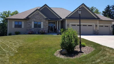 Muskego Single Family Home For Sale: S70w19283 Kenwood Dr