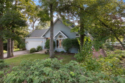 Fontana Single Family Home Active Contingent With Offer: 797 Sauganash Dr