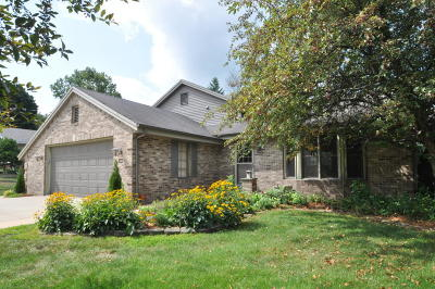 Slinger Single Family Home Active Contingent With Offer: 501 Highview Dr