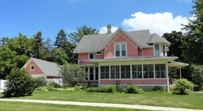 Walworth Single Family Home For Sale: 200 Kenosha St