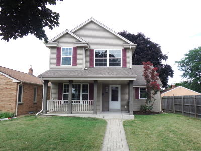 Milwaukee Single Family Home For Sale: 4555 S Howell Ave