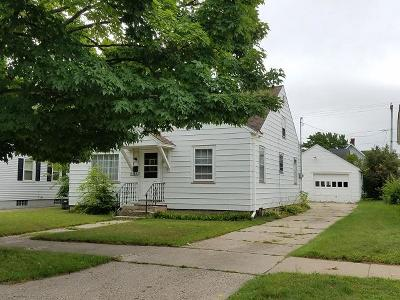 Menominee Single Family Home For Sale: 1509 17th Ave
