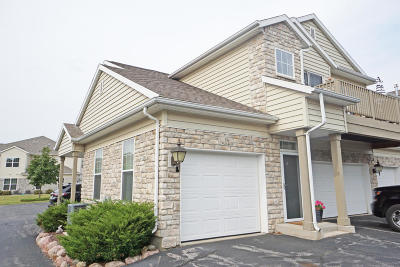 Pewaukee Condo/Townhouse Active Contingent With Offer: N16w26460 Meadowgrass Cir #C