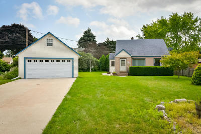 Milwaukee Single Family Home Active Contingent With Offer: 4030 S Nevada St
