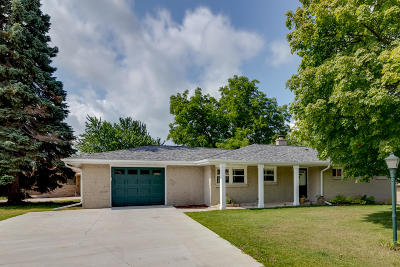 West Bend Single Family Home For Sale: 1801 W Decorah Rd