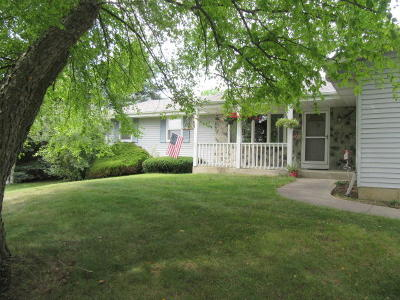 Jackson WI Single Family Home For Sale: $284,900