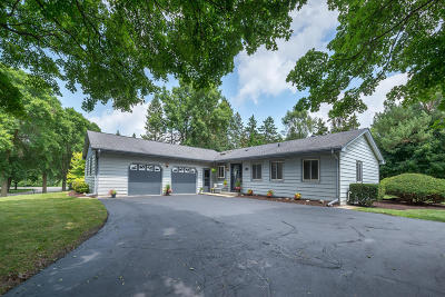 West Allis Single Family Home Active Contingent With Offer: 2340 S Green Links Dr