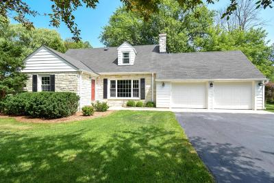 Mequon Single Family Home Active Contingent With Offer: 11360 N Valley Dr