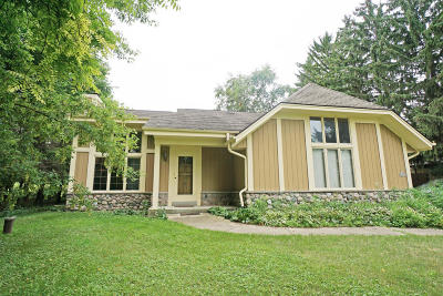 Pewaukee Single Family Home For Sale: N26w26729 Prospect Ave