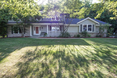 Mukwonago Single Family Home Active Contingent With Offer: W324s7087 Squire Ln