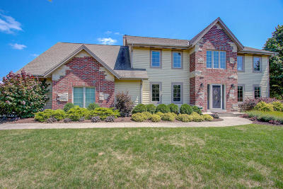 Nashotah Single Family Home Active Contingent With Offer: N43w33223 Glen Parc Circle