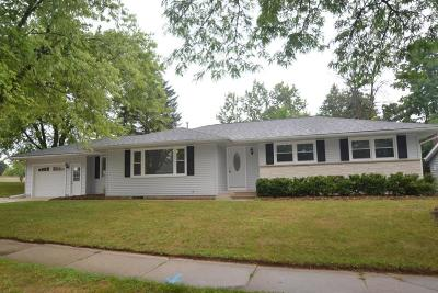 West Bend Single Family Home Active Contingent With Offer: 210 Butternut St