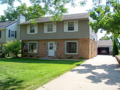 Milwaukee County Single Family Home For Sale: 610 Pleasant View St