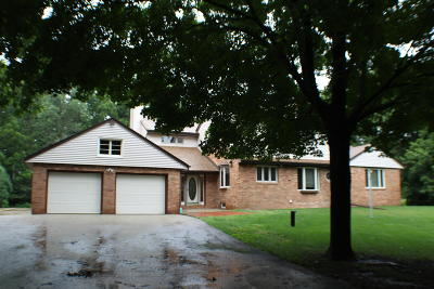 Brookfield Single Family Home For Sale: 13540 Oak Hill Ln