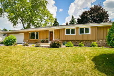 Ozaukee County Single Family Home Active Contingent With Offer: 1926 16th Ave