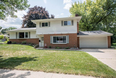 Waukesha Single Family Home Active Contingent With Offer: 721 E Roberta Ave