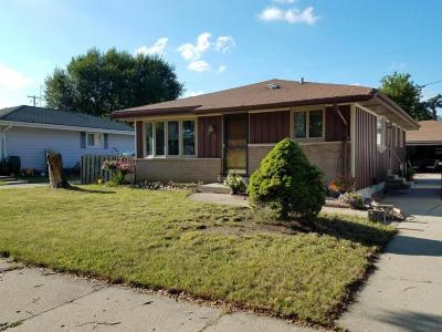 Milwaukee Single Family Home Active Contingent With Offer: 132 W Uncas Ave