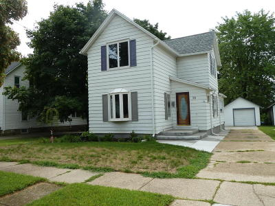 Fort Atkinson Single Family Home For Sale: 28 South St