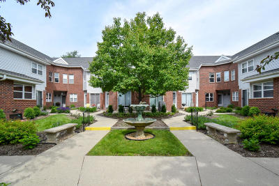 Milwaukee Condo/Townhouse For Sale: 2572 N Farwell Ave