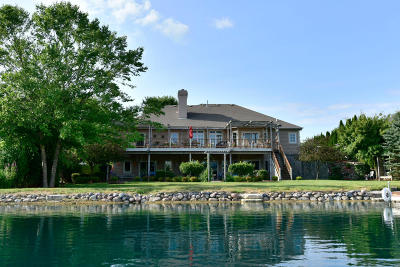 Dousman Single Family Home Active Contingent With Offer: 411 Island View Ct