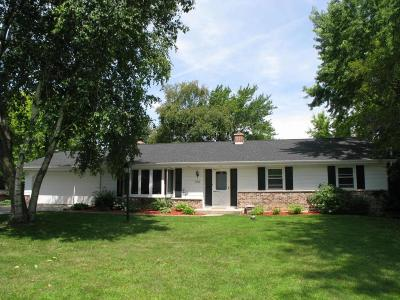 Cedarburg Single Family Home For Sale: 10594 Crestview Dr