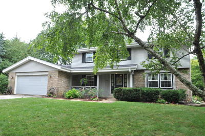 Brookfield Single Family Home Active Contingent With Offer: 630 Forest Grove Ct