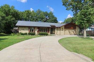 New Berlin Single Family Home For Sale: 13690 W Pleasant View Dr