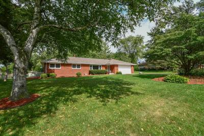 Menomonee Falls Single Family Home For Sale: N81w15304 Hilltop Dr