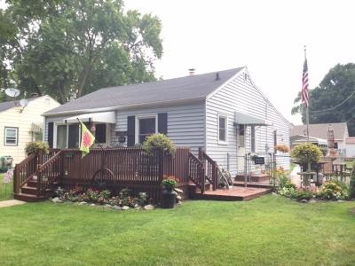 Milwaukee Single Family Home For Sale: 3332 S Pine Ave