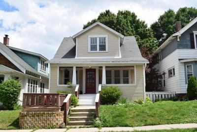 Milwaukee Single Family Home For Sale: 2910 S Herman St