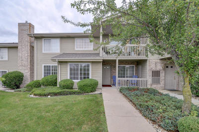 Kenosha County Condo/Townhouse Active Contingent With Offer: 10020 74th St #A
