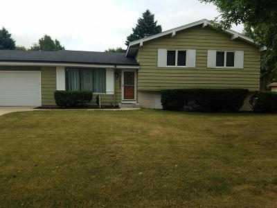 Ozaukee County Single Family Home Active Contingent With Offer: 1431 Willow Dr