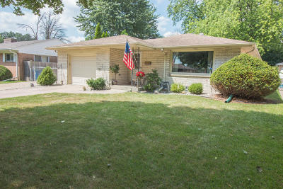 Racine Single Family Home Active Contingent With Offer: 2838 Virginia St