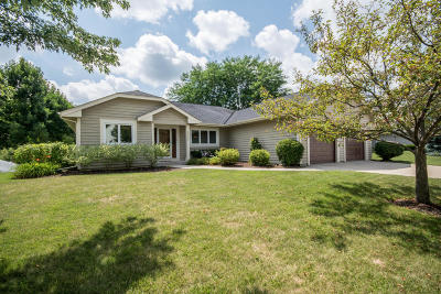 Waukesha Single Family Home Active Contingent With Offer: 2835 Willard Ln